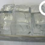 冷凍庫から取り出したら、表面が透明になるまで緩ませるのが正解!!